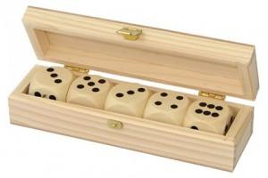Dėžutė su žaidimų kauliukais 5 vnt. 1637