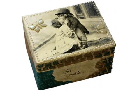 Dream box - decoupage, 25 x 18 x 8,3cm.