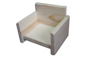 Dekoratyvinis foteliukas 12x10x10,5 cm.