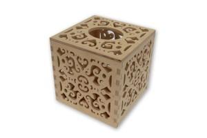 Dėžutė servetėlėms kvadratinė ažurinė 13,5x13,5x13,5 cm. RD63-1