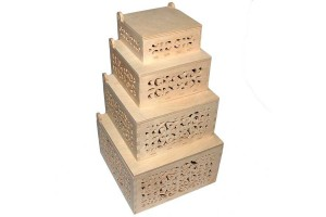 Medinės dėžutės ažuriniai šonai kvadratinės komplektas 4 vnt. RD68