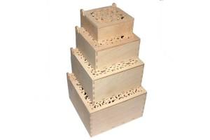 Medinės dėžutės ažurinis viršus kvadratinės komplektas 4 vnt. RD69
