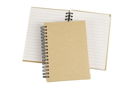 Užrašų knygelė mediniu viršeliu15,5x22,3 cm.