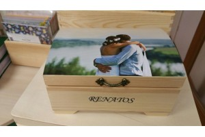 Wooden box with photo 19 x 14 x 10 cm.