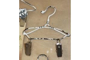 Metal hanger 21x13 cm.