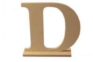 Medinė pastatoma raidė D 15x4x15 cm.