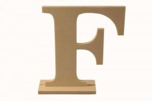 Medinė pastatoma raidė F 14,5x4x15 cm.