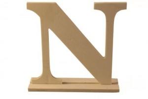 Medinė pastatoma raidė N 16x4x15 cm.