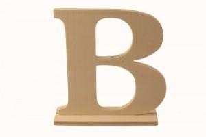 Medinė pastatoma raidė B 15,5x4x15 cm.