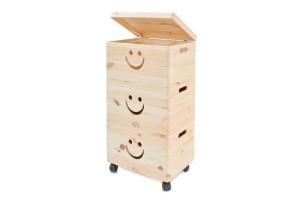 """Medinių daiktadėžių komplekta su ratukais """"šypsenėlė"""" 39x30x75 cm."""