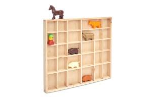 Medinė lentyna žaislams 45x4x40 cm.