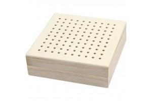 Medinė dėžutė siuvinėjimui 10x10x3,2 cm.