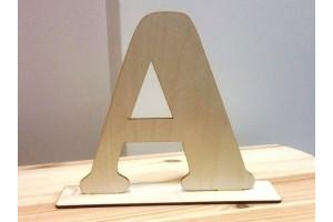 Medinė raidė A pastatoma 20 cm.