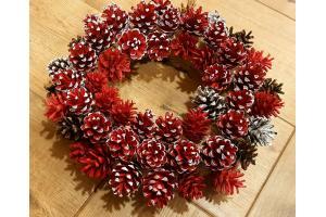 Kalėdinis advento vainikėlis iš konkorėčių 35 cm skersmuo