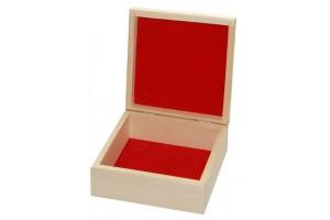 Medinė dėžutė raudonu pamušalu kvadratinė 1441